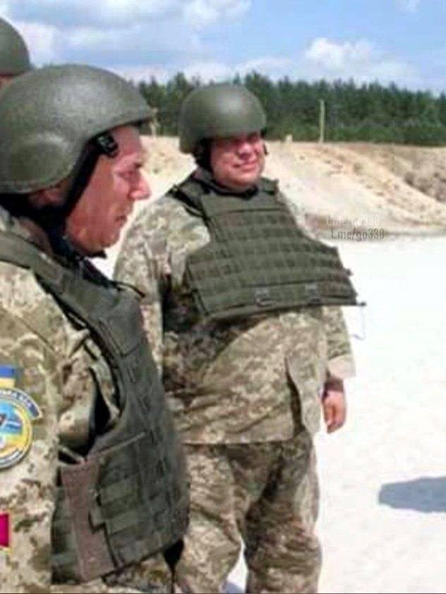 En el ejército van cortos de tallas.