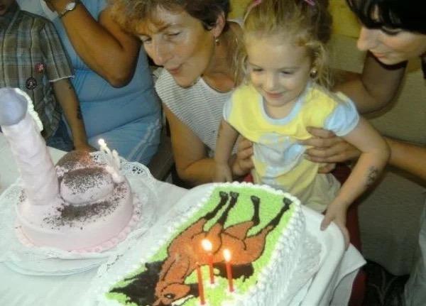 Una tarta para la hija y otra para la madre.