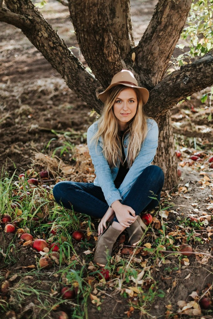 fall apple orchard photo shoot