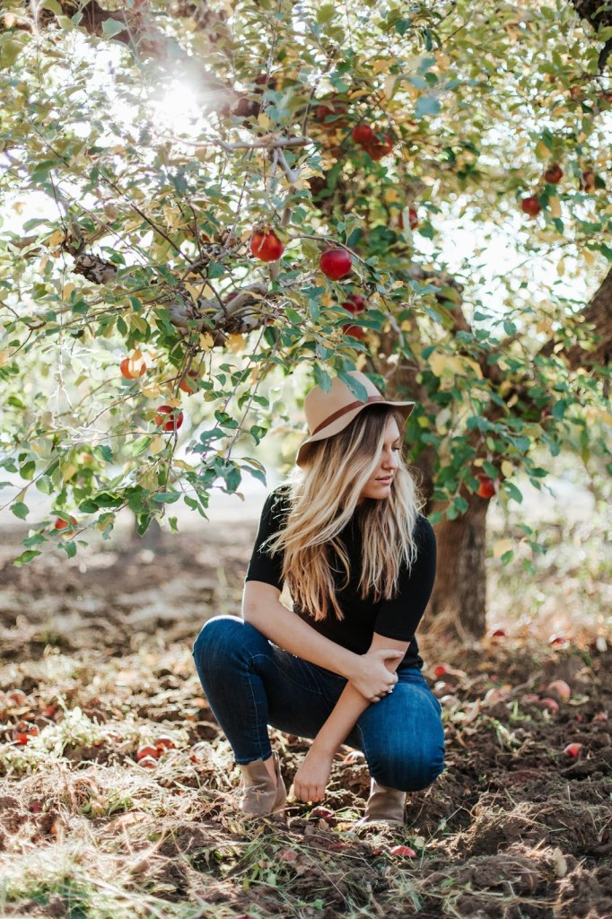 fall apple orchard photo shoot