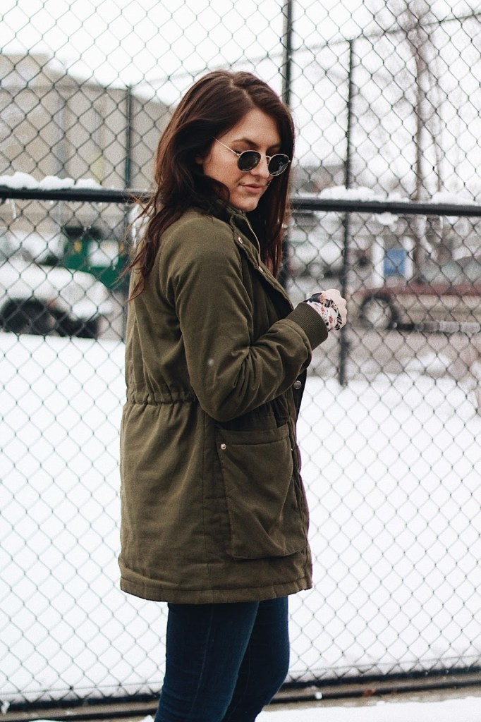olive green coat round ray bans