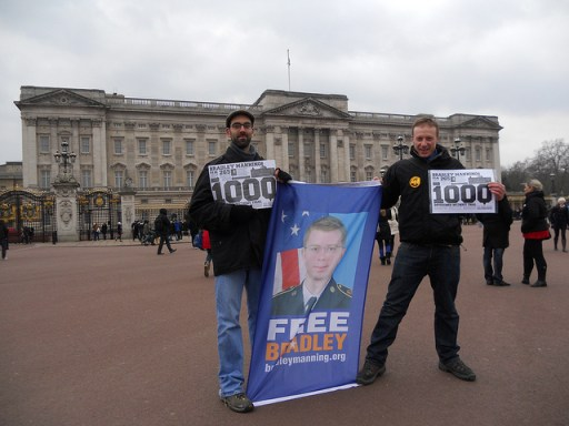 BRAD 1000 DAYS BUCK PALACE 8502423115_e5485cfd3d_z