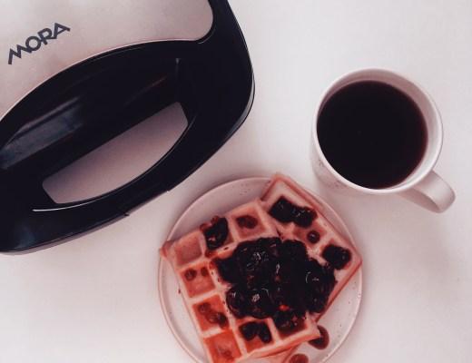 Nekynuté vafle s podmáslím a čaj
