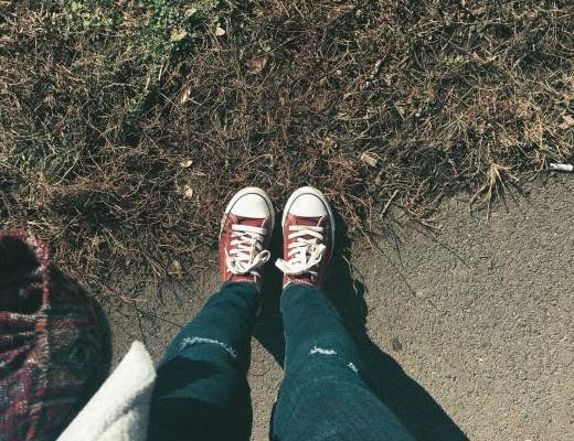 v keckách na trávě