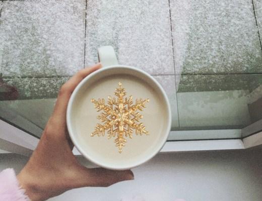 chai latté a sníh