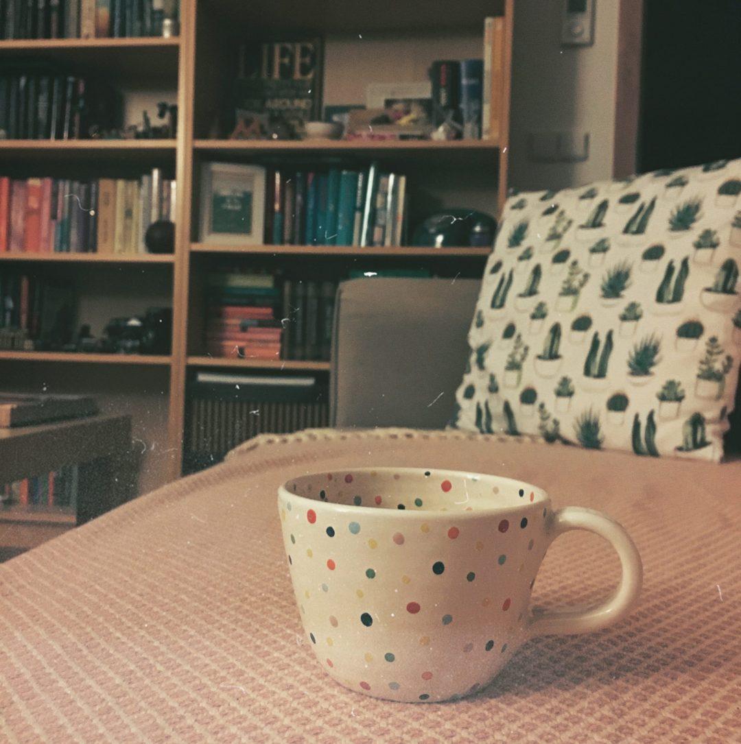 knihovna a čaj