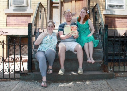 Justin Thomas poses with Erin and Claire on a city stoop for Wishbonafide episode 3