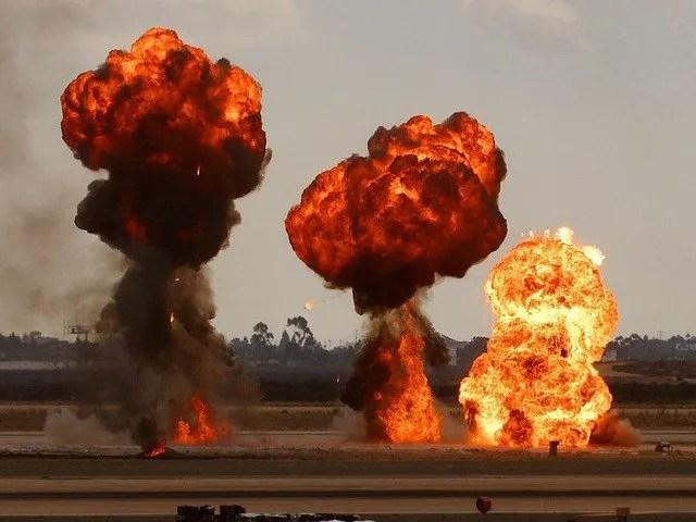 bomb-3617_640