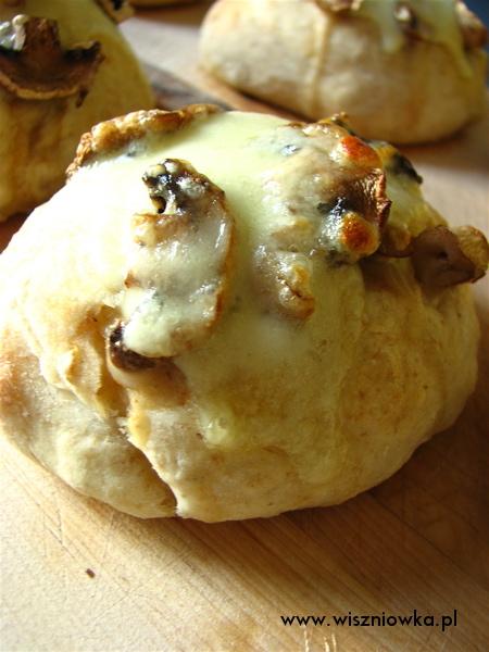bułeczki z pieczarkami i mozzarellą