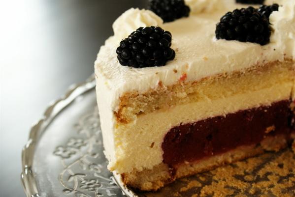 tort śliwkowy z jeżynami