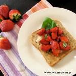 Tosty z truskawkami balsamico – idealny początek dnia!