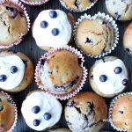 Muffinki z jagodami, miodem i polewą jogurtową