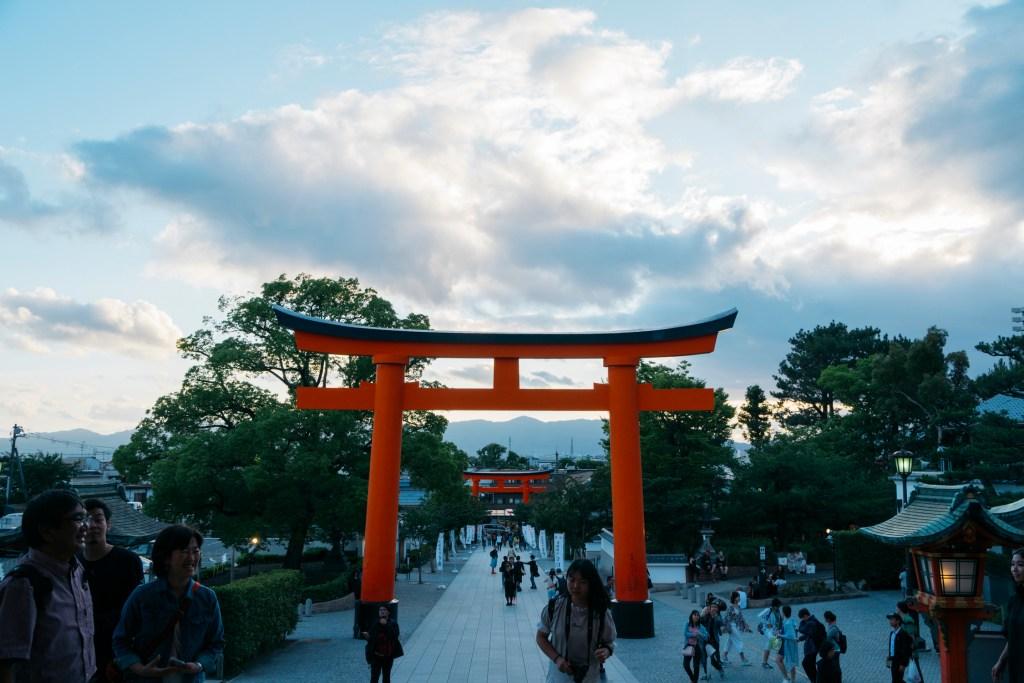 gates-of-fushinmi-inari-at-sunset