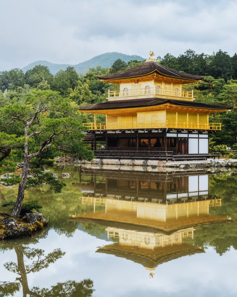 picture of kinkakuji temple reflection in kyoto