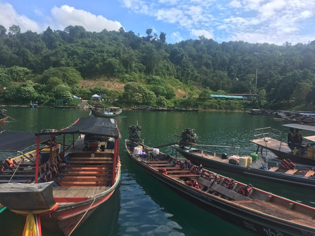 Photo of boats at the docks while waiting to Khao Sok Bungalows in Thailand