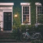 静かな賃貸マンションを探しているなら入居者の蛍光灯(照明)の色をチェック!