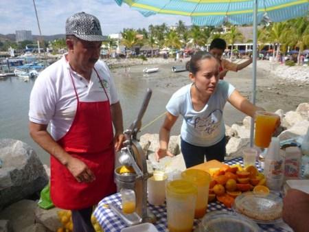 Fresh orange juice in La Cruz market