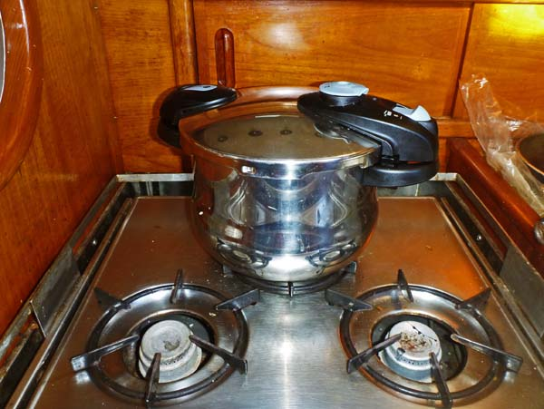 Fagor pressure cooker with new working stove burners