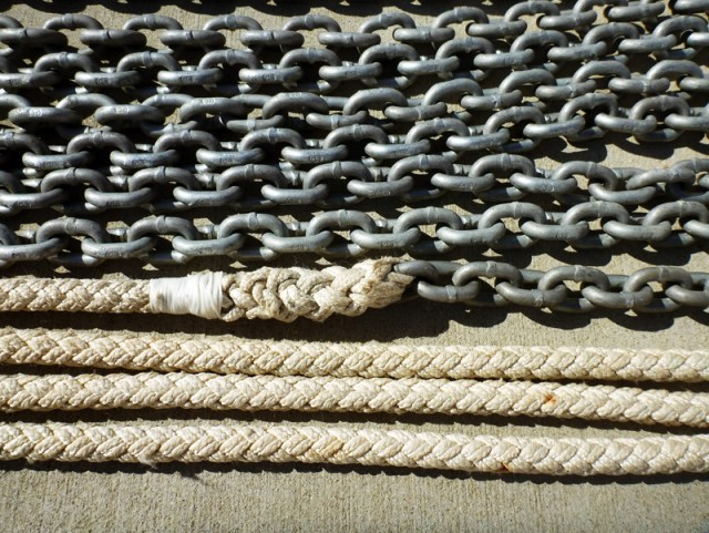 Close-up of high-test G4 chain -- and my new 12-strand rope to chain splice