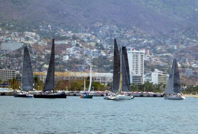Fancy Acapulco racing boats
