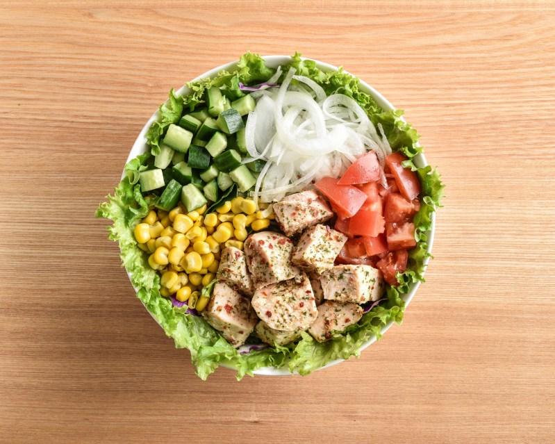 ハーブチキンと彩り野菜のサラダ