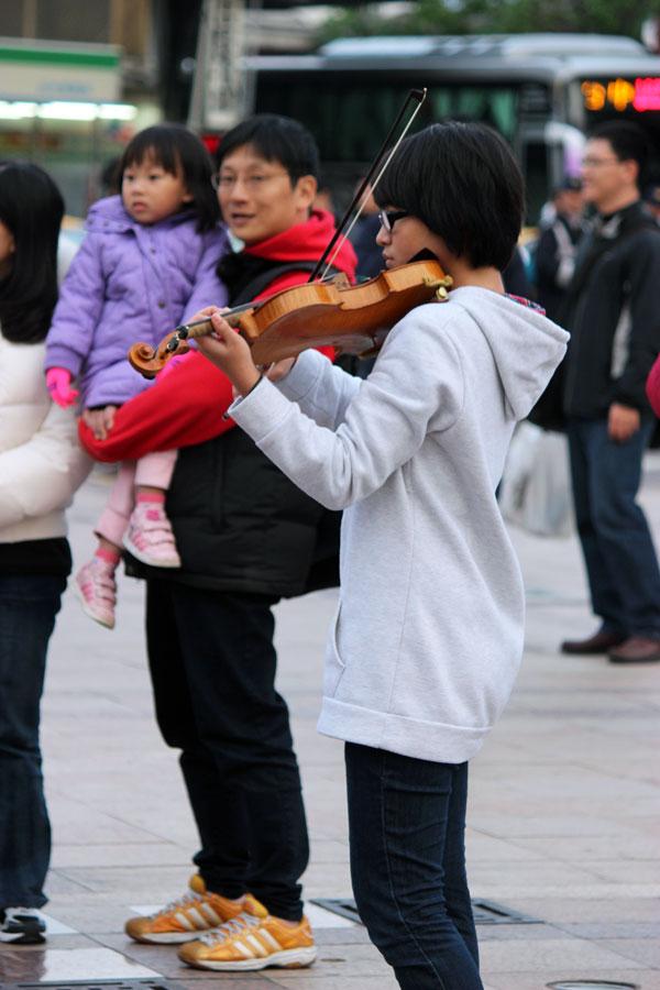 2012/12/31 小星星快閃@臺中火車站&中友百貨 | 愛在我家 WithinGod
