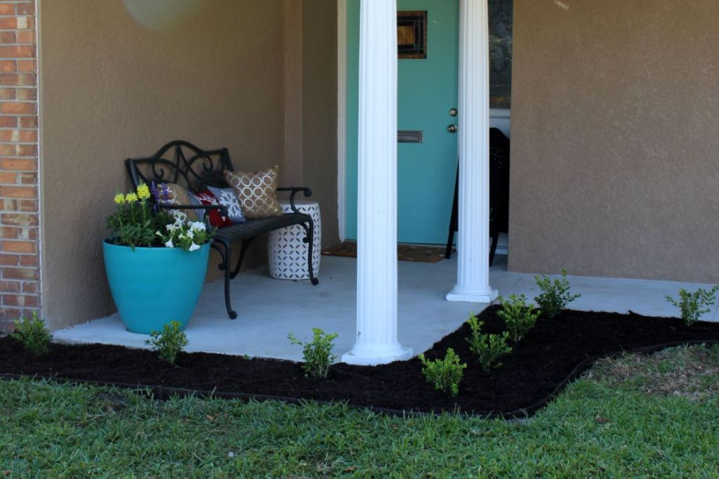 Creating a sitting area for your front porch