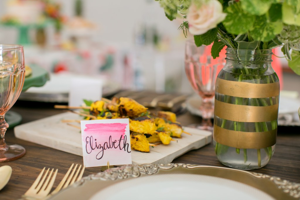 Place cards with an ombre effect for a Summer Floral Party