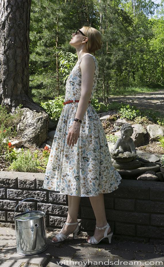 Bette dress, side view.