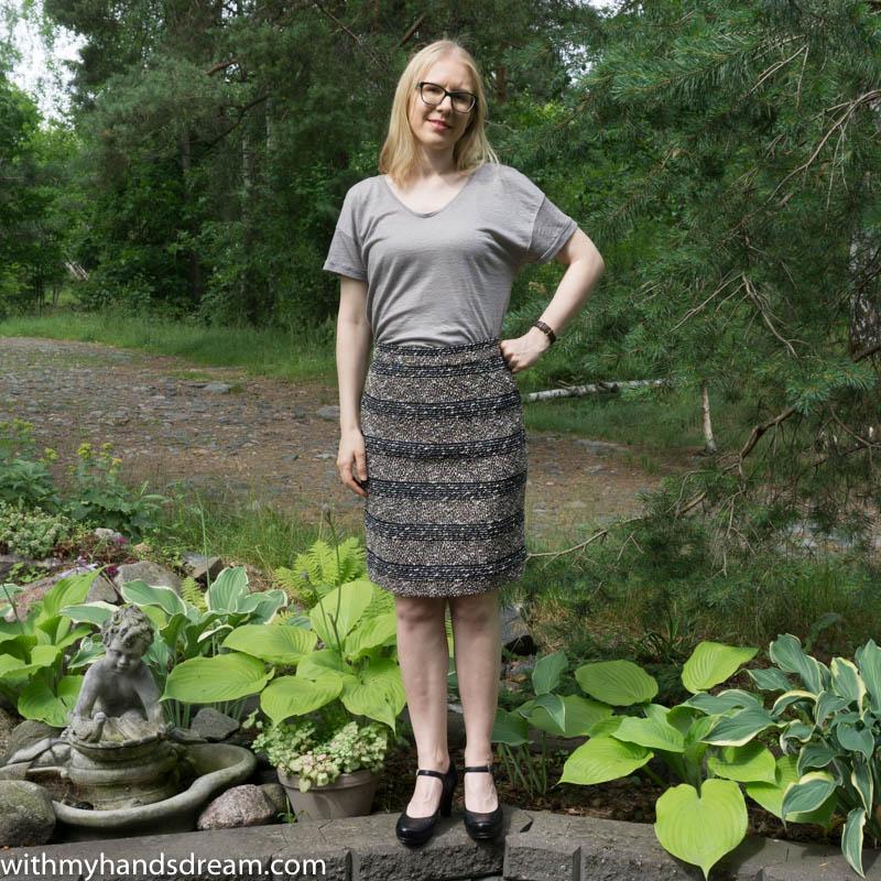 Lekala #5088 pencil skirt, front view.
