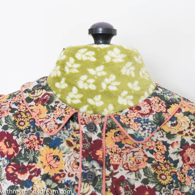 Image: The finished Peter Pan collar of the autumn dress.