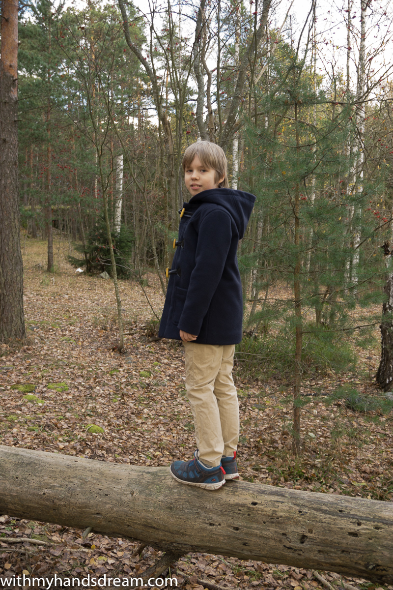Ottobre design 06-2012 40. Klassikko coat from the side back view.