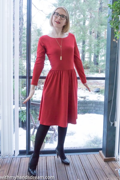 My red Moneta dress by Colette patterns.