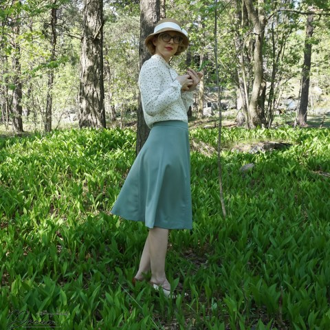 Simplicity 3688: 1940s skirt from the side
