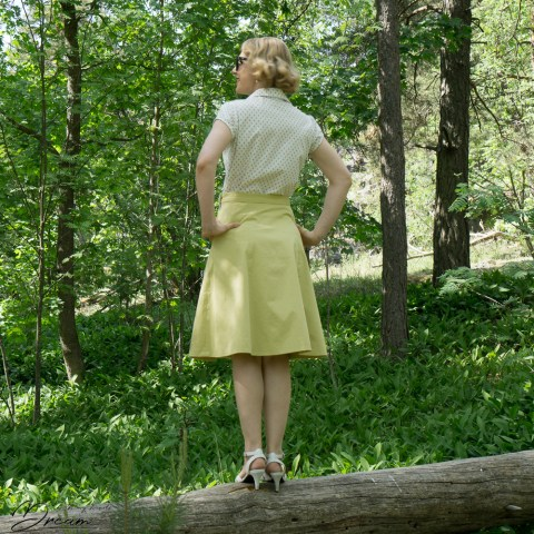 My vintage-inspired outfit: The Gertie blouse and the 1940s skirt. View from the back.