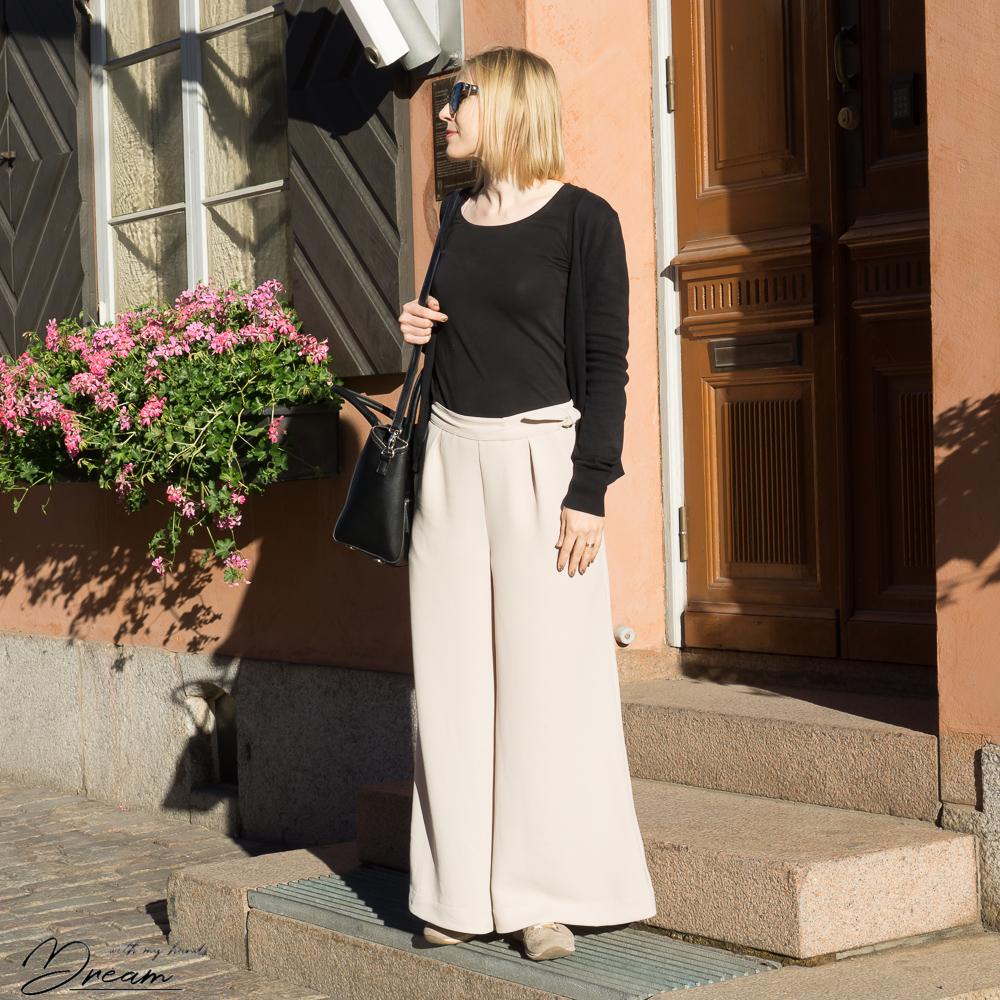 Megan Nielsen Flint trousers.