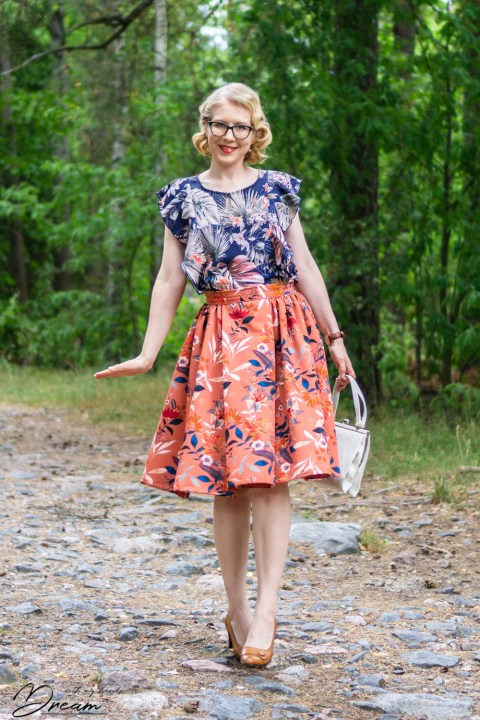 Boostrapfashion 4261 blouse with SOI Rosie skirt.
