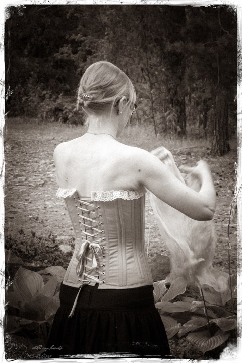 Sew Wardrobe Zara corset from the back.