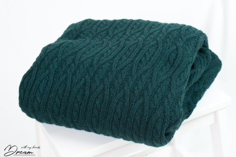 Autumn fabrics: Green cable-knit wool.
