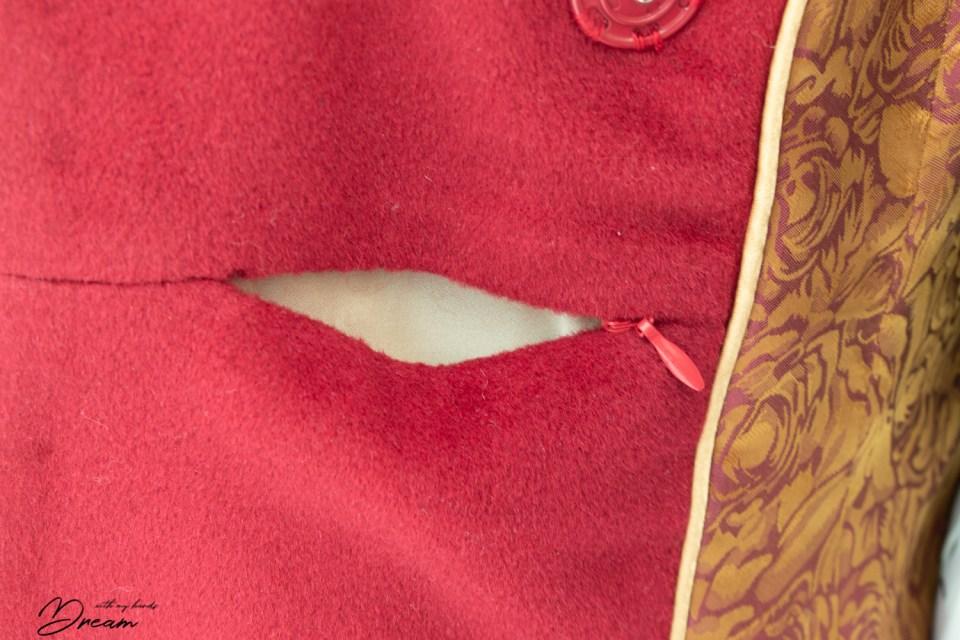 A little hidden pocket in the facing seam.