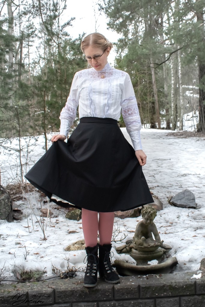 The walking skirt from the front.