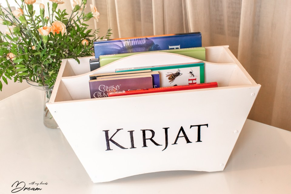 Valmis kirjakori. The ready book storage.