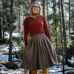 Lizzie skirt in tweed.