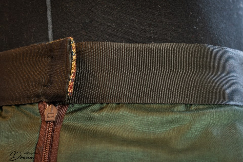 The finished couture waistband.