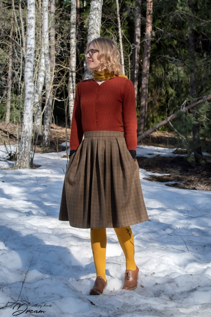 My tweedy Sew Over It Lizzie skirt.