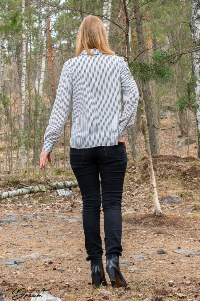 My finished Named clothing Helmi blouse from the back view.