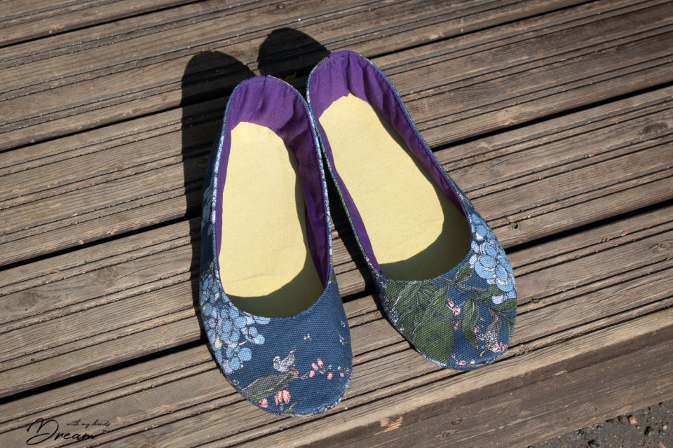 My new ballet flats made with the pattern from Living DIY Style. The fabric is cute canvas from the Nuppu Print Company.