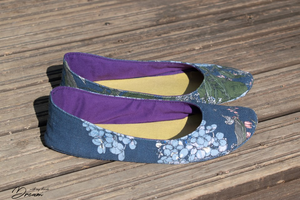 My new ballet flats made with the pattern from Living DIY Style. Side view.