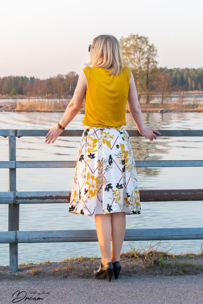 Burda 6341 skirt, back view.