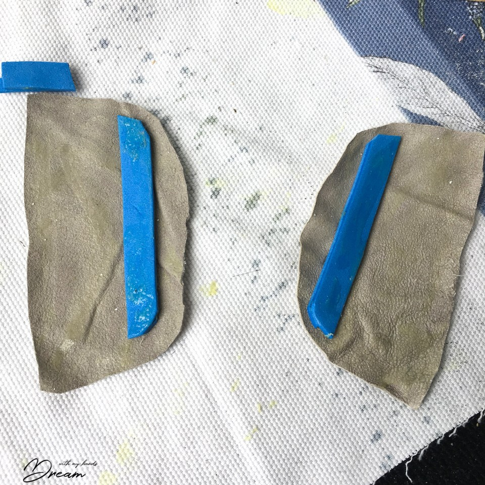 Making non-slip patches for the heel.